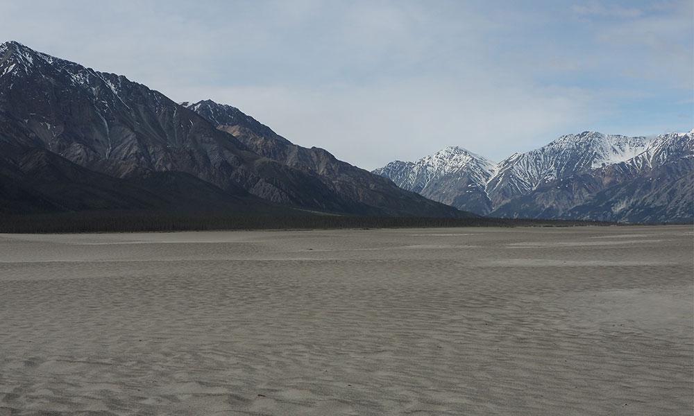 The Ä'äy Chù estuary, which is now a dusty plain